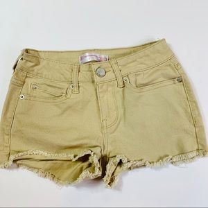 No Boundaries khaki short shorts